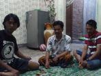 warga-korban-penyanderaan-di-papua-ngobrol-santai-di-kedondong_20171124_102552.jpg