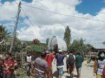 Warga Luwu Utara Digotong 20 Km Pergi Berobat ke Puskesmas