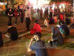 warga-melanggar-jam-malam-di-gresik-dibawa-ke-kantor-polisi.jpg