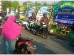 warga-tuntun-sepeda-motor-mereka-ketika-melewati-rumah-korban_20181102_134832.jpg