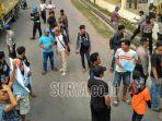 warga-unjuk-rasa-di-pt-semen-indonesia-logistik_20180703_120238.jpg