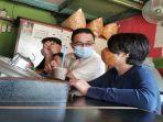 Momen Anies Baswedan Makan di Warkop Bersama Anak, Kenang Pengalaman Masa Kecil di Kuningan