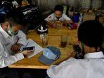 warkop-pitulikur-fasilitasi-siswa-belajar-daring-dengan-wifi-gra_20200720_171232.jpg