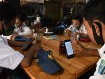 warkop-pitulikur-fasilitasi-siswa-belajar-daring-dengan-wifi-gra_20200720_172432.jpg