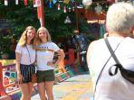 wisatawan-asing-kunjungi-kampung-pelangi-semarang_20180726_150632.jpg