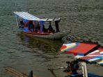 wisatawan-berkeliling-dengan-perahu-di-situ-ciburuy-padalarang_20200619_120111.jpg