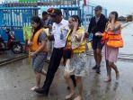 wisatawan-korban-kapal-tenggelam-dievakuasi.jpg
