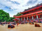wisatawan-ramai-kunjungi-sam-poo-kong-2020_20200101_123339.jpg