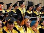 wisuda-mahasiswa-stie-ekuitas-bandung_20150421_154356.jpg