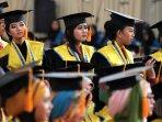 wisuda-mahasiswa-stie-ekuitas-bandung_20150421_154436.jpg