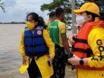Ikatan Istri Partai Golkar Kali ini Salurkan Bantuan ke Korban Banjir Karawang