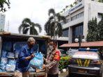 Yayasan Dana Kemanusiaan Kompas Salurkan Bantuan untuk Warga Terdampak Pandemi di Tanah Abang