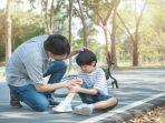 young-asian-father-dad-calms-son-20210510030932.jpg