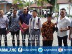 za-17-seusai-menjalani-sidang-perdana-kasus-pembunuhan-begal-di-kabupaten-malang.jpg