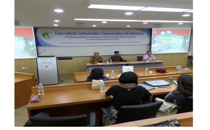 Foto: Mahasiswa di Korea Antusias Ikuti Kuliah Umum Dosen Indonesia - Prof_Dedy_Mulyana,_Dekan_Fikom_Unpad.jpg