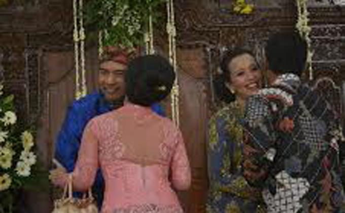 Foto Sederhana-nya Prosesi Ngunduh Mantu Besan Sri Sultan - ngunduh4.jpg