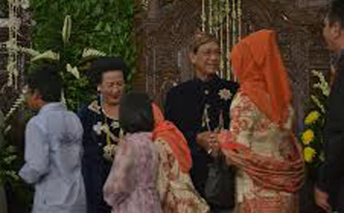 Foto Sederhana-nya Prosesi Ngunduh Mantu Besan Sri Sultan - ngunduh41.jpg