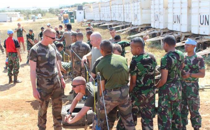 Untuk Menghilangkan Kejenuhan Tentara Indonesia dan AS Melakukan Permainan Yang Seru dan Lucu