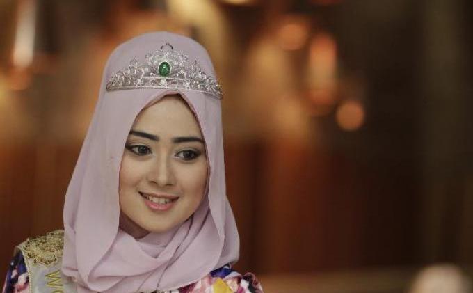 FOTO: Nina Septiani, Ratu Kecantikan World Muslimah Beauty 2012, Siap Serahkan Mahkota  - 246875p.JPG