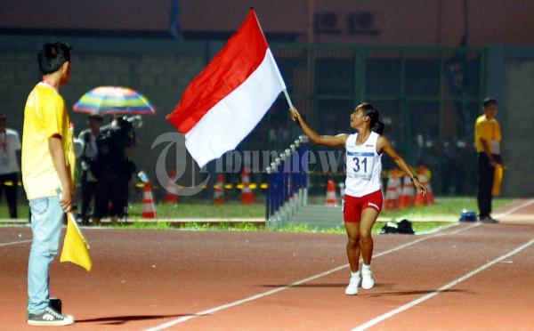 Triyaningsih Raih Emas ari 5000 m putri