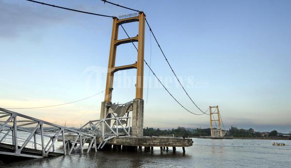 Jembatan Kartanegara Kukar Runtuh