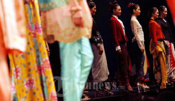 Sariayu Bazaar Fashion Celebration 2011a