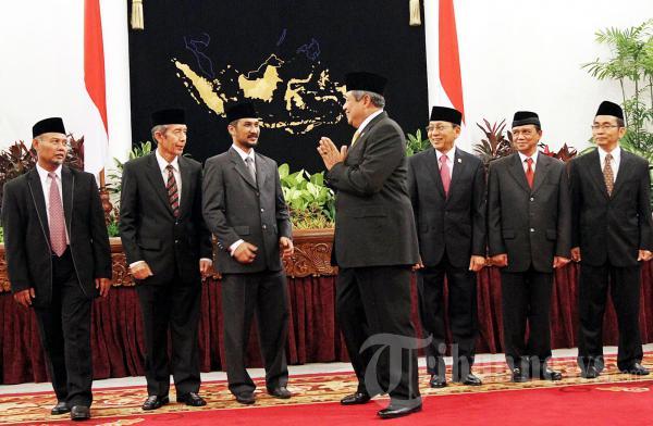 Presiden Berikan Salam Pada Pimpinan KPK