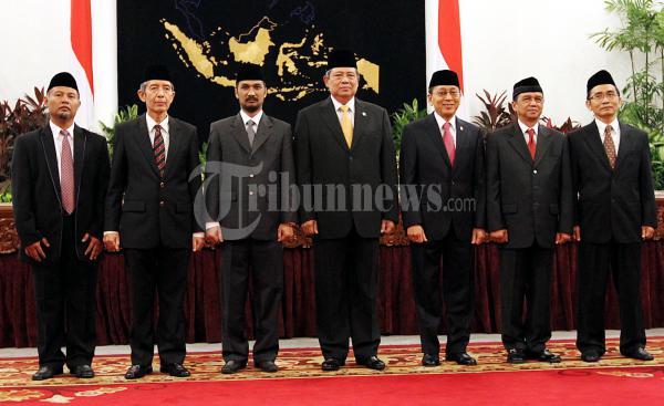 Presiden Foto Bersama KPK Usai Pelantikan