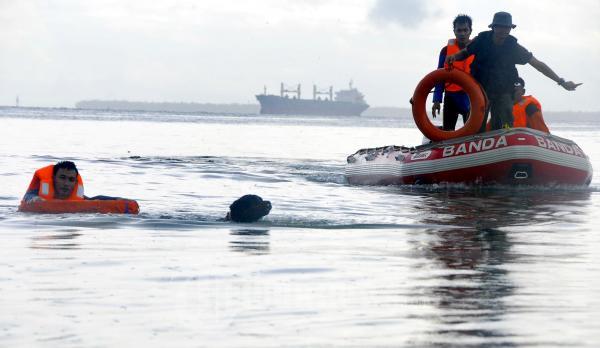 Penyelamatan Di Pantai Kemala Balikpapan