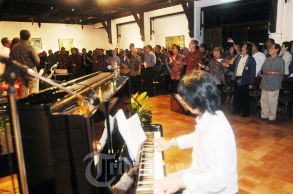 Lagu Alm Franky Sahilatua Dinyanyikan Diacara Dongeng Dan Nyanyi