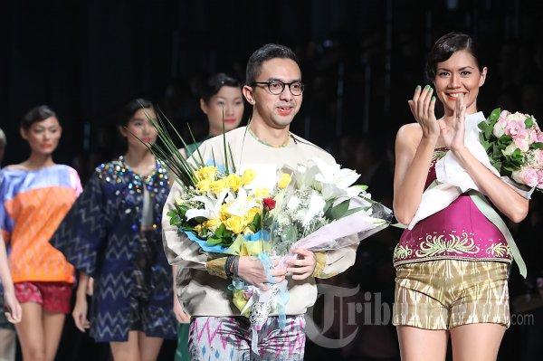 Fashion Show Ikat Indonesia Karya Didiet Maulana