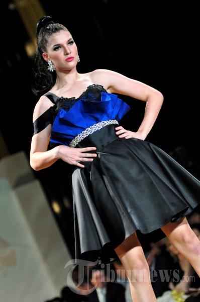 Fashion Show Koleksi Adjie Notonegoro
