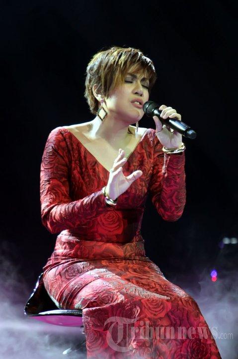Novita Dewi di Gala Show Ke-11 X Factor Indonesia