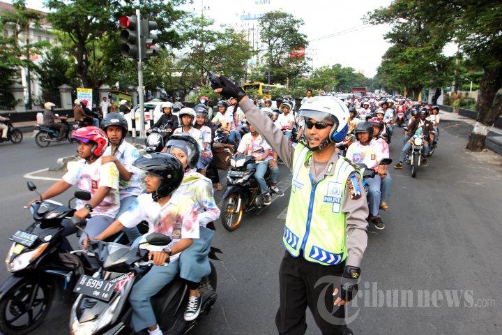 Siswa SMA di Semarang Rayakan Kelulusan