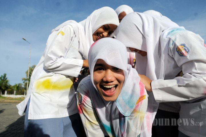 Siswa SMA di Banda Aceh Rayakan Kelulusan