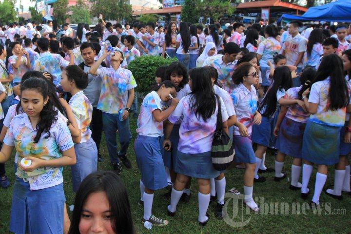 Siswa SMA di Bandar Lampung Rayakan Kelulusan