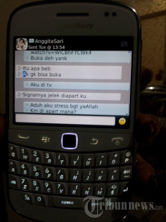 BBM Percakapan Vitalia Shesya dengan Anggita Sari