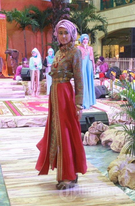 Fashion Show Busana Muslim Karya Dian Pelangi Foto 12 704511 Tribunnews Com Mobile