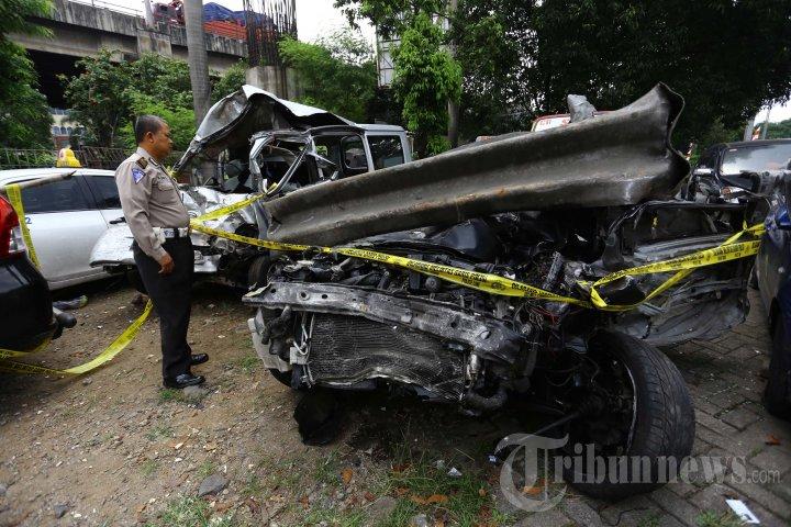 Gran Max dan Lancer yang Kecelakaan di Tol Jagorawi