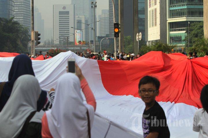 Bendera Merah Putih Raksasa Dukung Timnas U-19 di Piala AFF