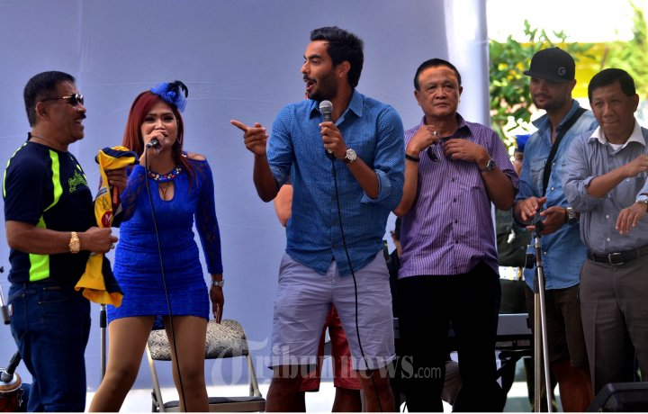 Marcos Flores dan Umuh Muchtar Nyanyi Bersama