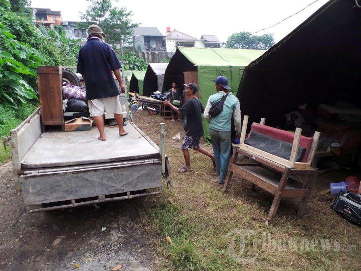 Aktivitas Korban Tanah Longsor di Trangkil Semarang
