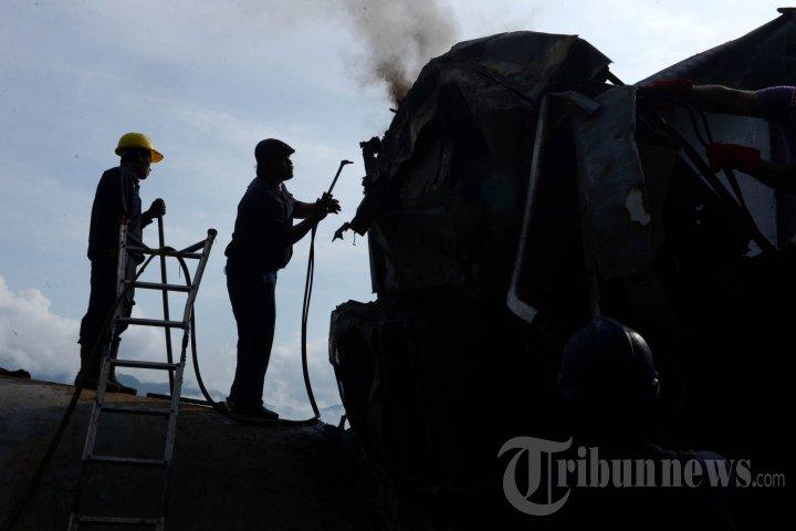 KA Malabar Bandung-Malang Terguling Akibat Tanah Longsor
