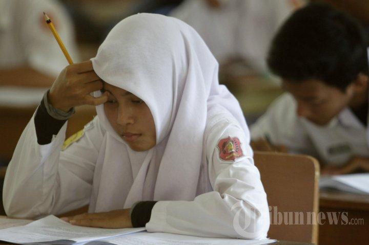 Ujian Nasional Di Man Model Banda Aceh Foto 3 1117102 Tribunnews Com Mobile