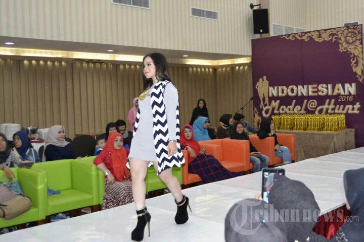 Aksi Model Seksi di Banda Aceh