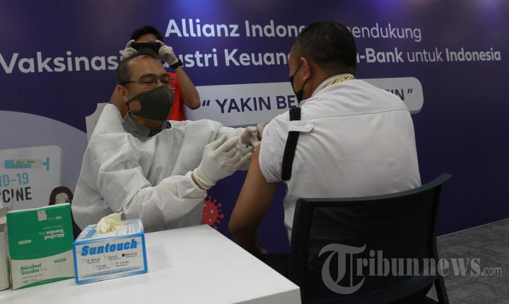 Allianz Indonesia bersama OJK Gelar Vaksinasi Covid-19
