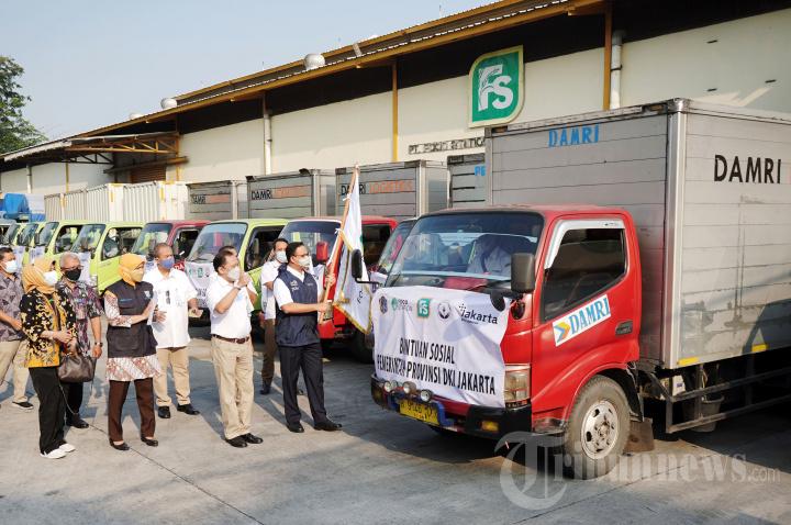 Anies Baswedan Lepas Penyaluran Bantuan Beras
