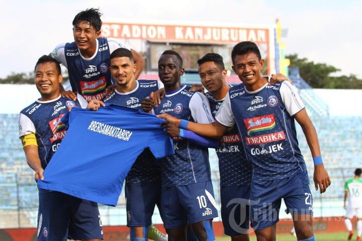 Arema FC Permalukan PSMS Medan