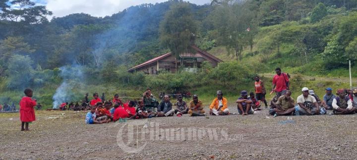 Bakar Batu Awali Pembangunan Jalan Banti-Arwanop Mimika