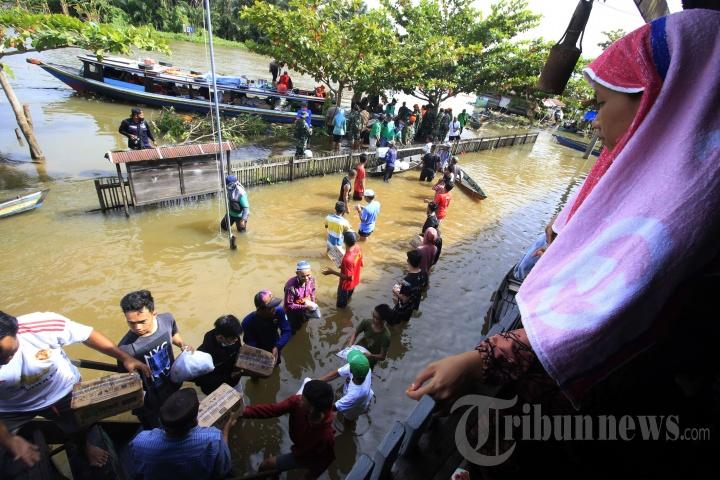 Bantuan Logistik untuk Pengungsi Korban Banjir Kalsel